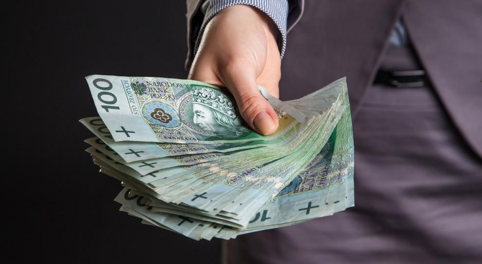Firmy udzielają mniej pożyczek