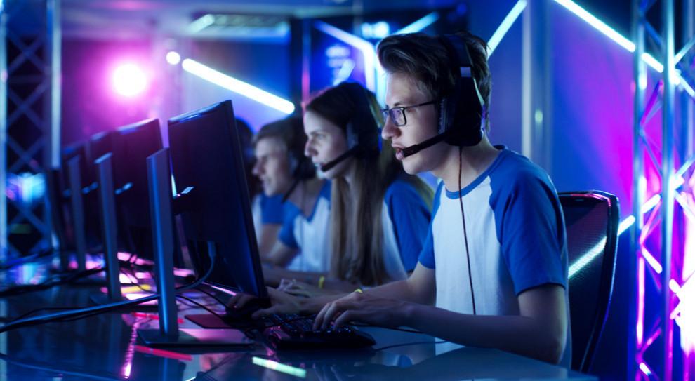 Praca w branży gamingowej. Jak zarabiać, grając w gry komputerowe
