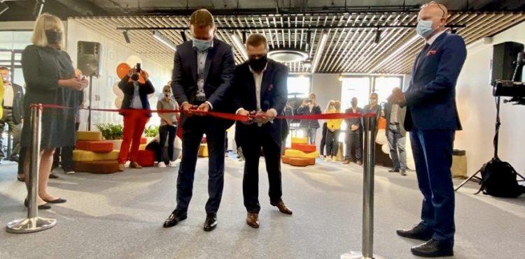Naszym celem jest zapewnienie nowoczesnego, cyfrowego i elastycznego środowiska pracy - powiedział Adam Wrzosek, dyrektor środowiska pracy w Orange Polska. (fot. orange.pl)