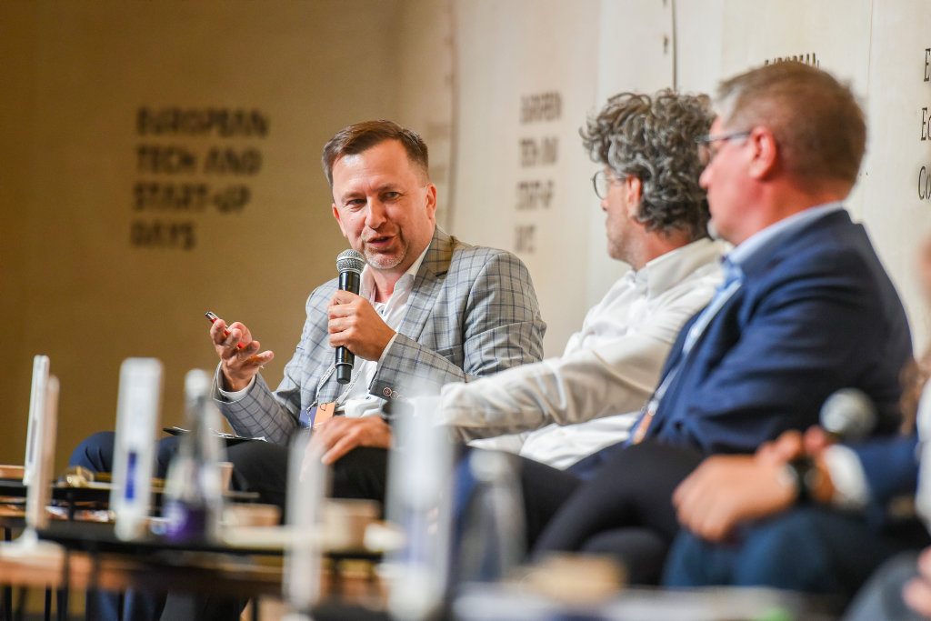 Debatę prowadził Łukasz Korycki, dziennikarz, Puls Biznesu (fot. PTWP)