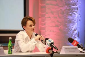 Emilewicz o redukcjach w administracji: zaczynamy od martwych etatów