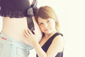 Senat wspiera kobiety na macierzyńskim. Nie stracą przez COVID