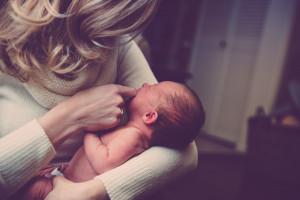 Senat skierował do Sejmu projekt w sprawie ochrony świadczeń dla kobiet w ciąży