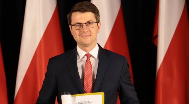 Müller: Decyzje o płacy minimalnej należy podejmować z uwzględnieniem kryzysu