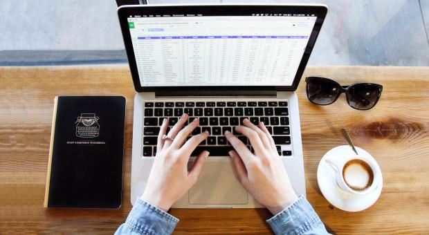 Średni miesięczny koszt internetu mobilnego to ok. 1,5 proc. pensji