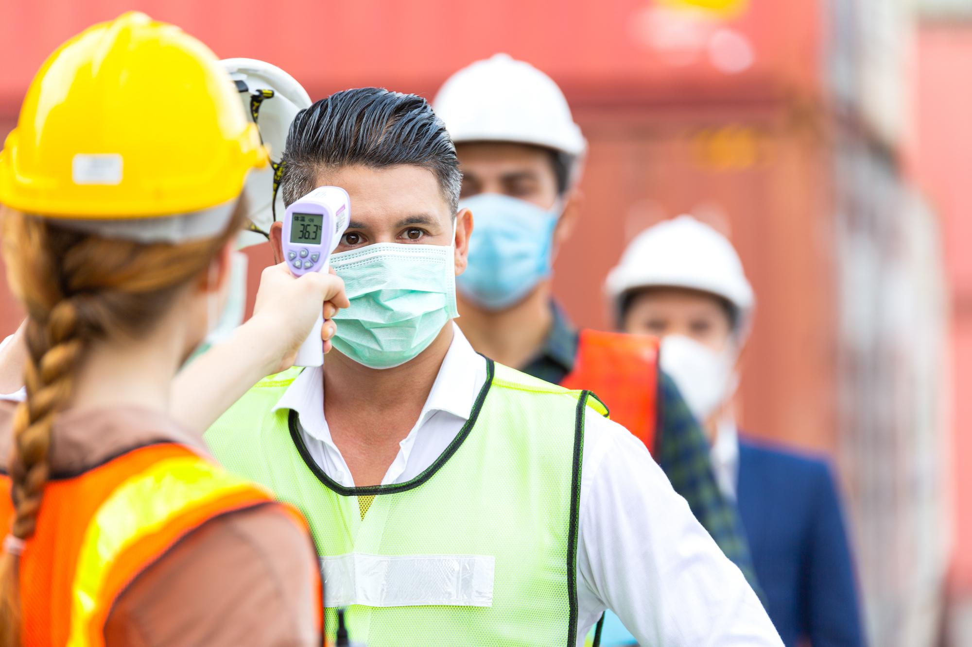 Pracodawcy mogą pomóc obcokrajowcom na kilka sposobów (fot. Shutterstock)