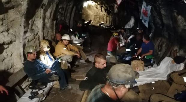 Pod ziemią protestuje już ponad 400 górników