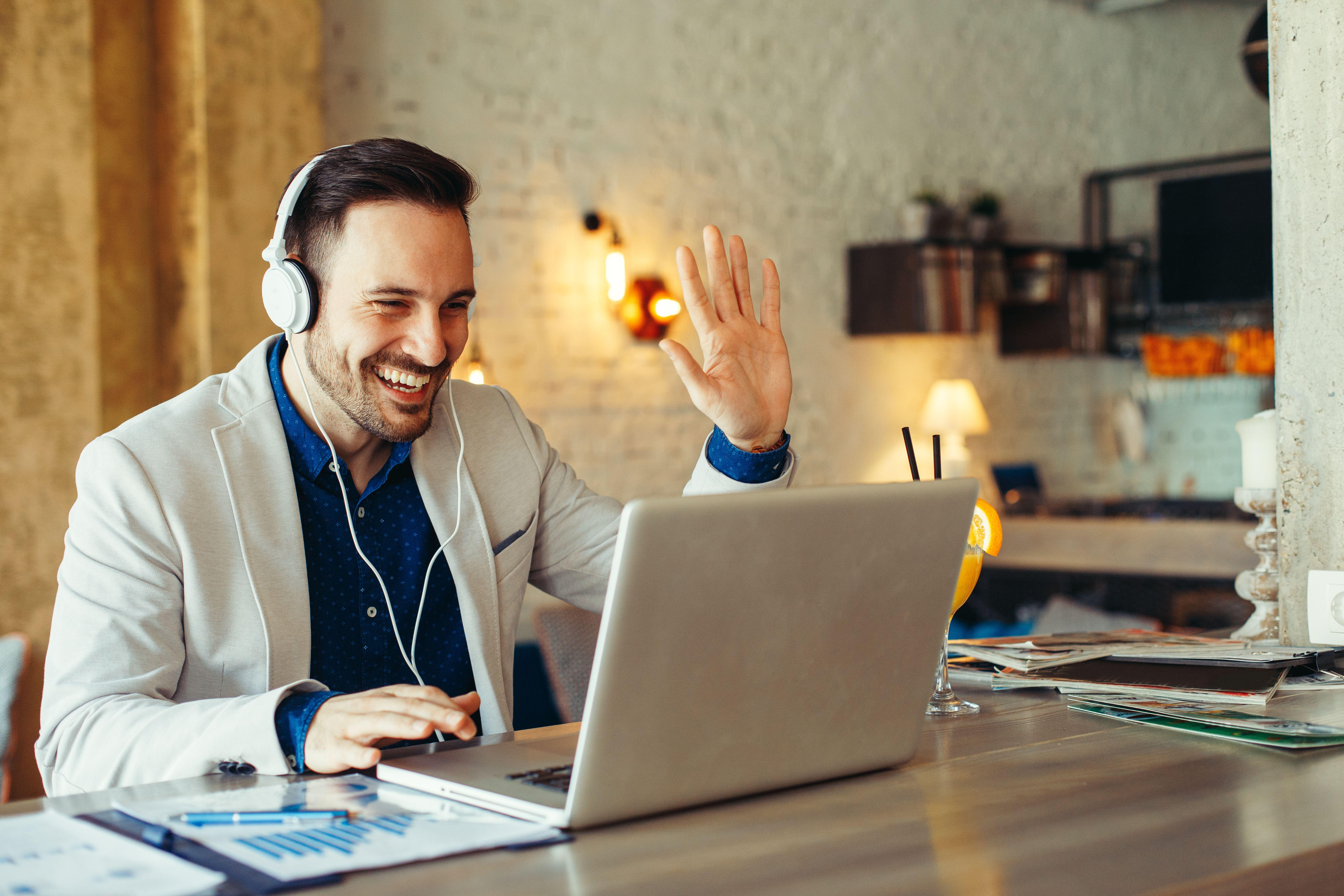 Praca zdalna jest realizowana w ramach stosunku pracy, zatem pracodawca utrzymuje swoje uprawnienia kierownicze do organizowania i kontrolowania jej wykonywania. (Fot. Shutterstock)