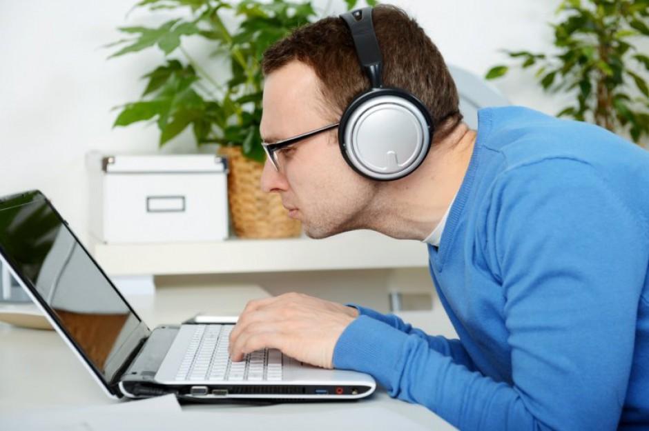Pracodawca, chcąc monitorować komputer pracownika, w pierwszej kolejności musi poinformować zatrudnionego o takim zamiarze. (Fot. Fotolia)