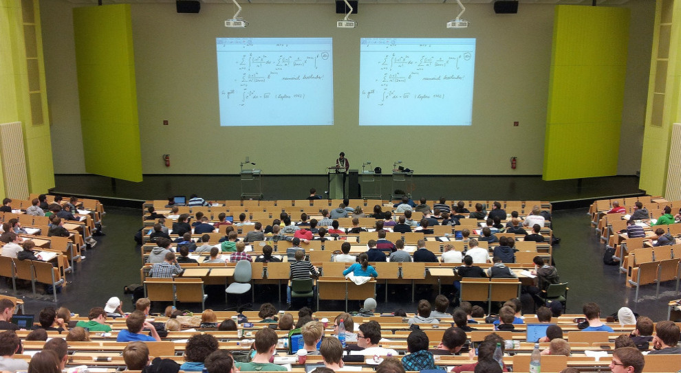 Liczba studentów tych uczelni na podobnym poziomie. W tym roku, a co dalej?