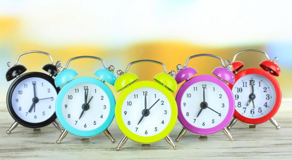 Polacy niechętni zmianie czasu. Nie chcemy przestawiać zegarków