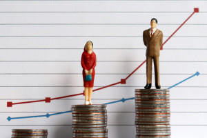 Koniec luki płacowej nie taki bliski. Prace nad zmianami stanęły
