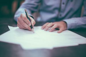 Przedsiębiorcy apelują: koniec z papierem przy zawieraniu umów o pracę