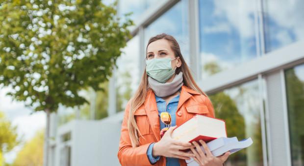 Część zajęć na uczelniach z czerwonej strefy może odbywać się stacjonarnie
