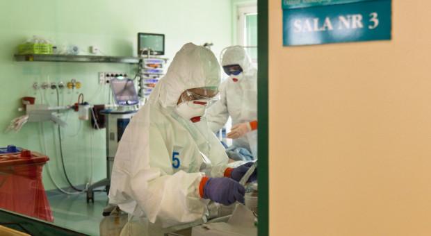 Skąd wziąć lekarzy do walki z COVID-19? Śląska Izba Lekarska ma pomysł