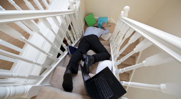 Wypadek we własnym domu to wypadek przy pracy