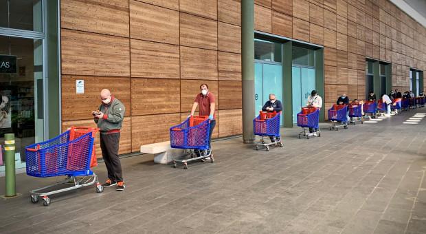 W sklepach w całej Polsce limity osób i godziny dla seniorów