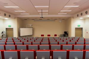 Szkoły wyższe w pandemii: zdalnie czy tradycyjnie?
