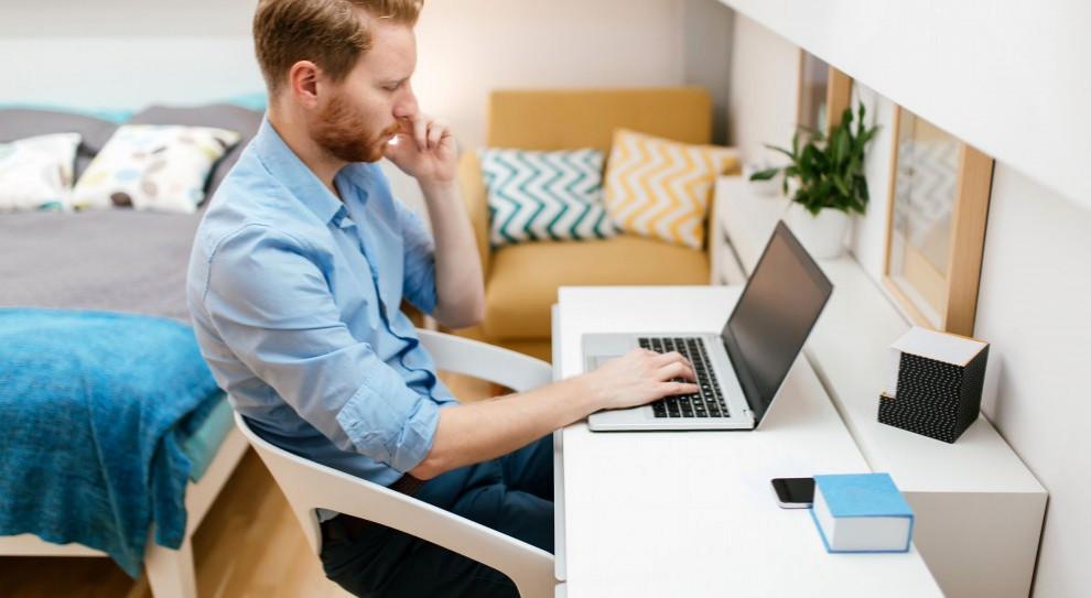 Pracownicy zdalni o sobie – efektywni, ale samotni