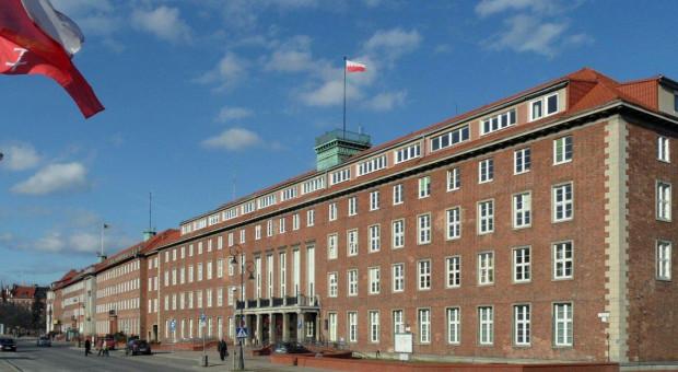 Pracownicy urzędu marszałkowskiego zgłosili się do pracy w sanepidzie