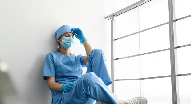 OIL apeluje do lekarzy o składanie oświadczeń, gdy są wyłączeni ze skierowania do pracy przy COVID-19
