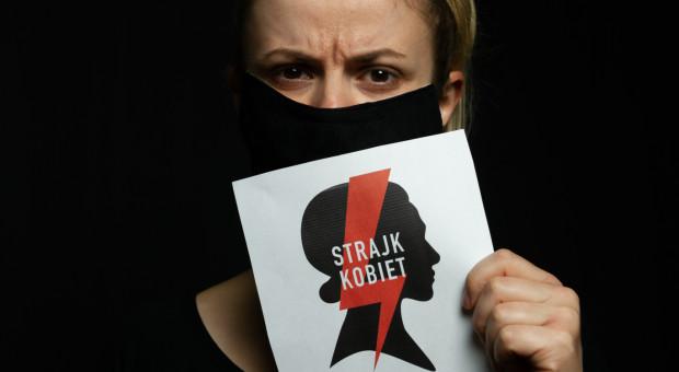 Strajk kobiet. Co może pracodawca, gdy pracownica chce protestować