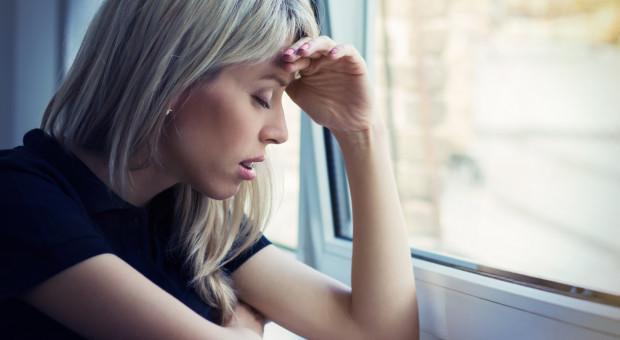 Samotność, wypalenie, bezsenność i pogorszenie relacji. Oto ciemne strony pracy zdalnej