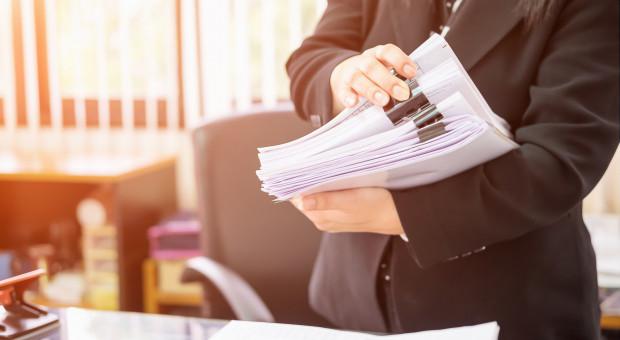 Zgłaszanie umów o dzieło do ZUS. Ustawa wprowadzi oskładkowanie tylnymi drzwiami?