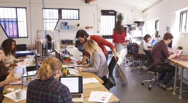 Ani to praca zdalna, ani praca w biurze. Czas na elastyczne rozwiązania