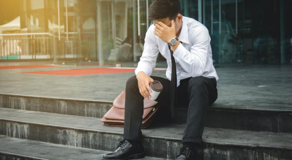 W najbliższych miesiącach najmocniej zagrożone wydają się osoby 25-34-letnie, z umowami o dzieło i zlecenie (Fot. Shutterstock)
