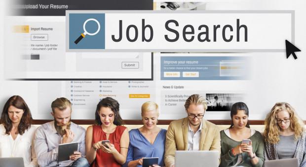 Ofert pracy powoli przybywa. Kto rekrutuje?