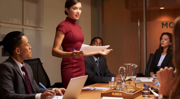 Związkowcy biją na alarm. Kobiety częściej są ofiarami mobbingu czy dyskryminacji