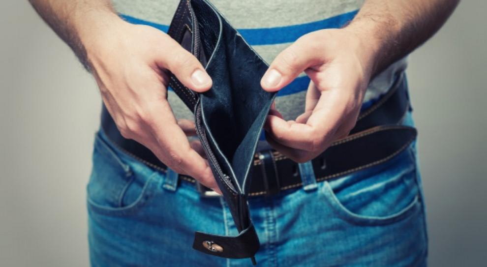 Polacy coraz bardziej zaniepokojeni o finanse. Ponad jedna trzecia zarabia mniej