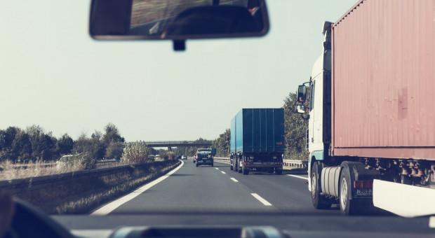 Zawodowy kierowca to nie pan w kapciach z zupą na parkingu