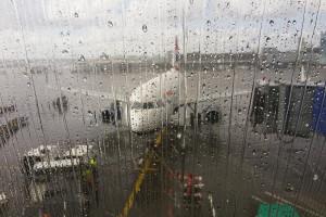 Nad lotniskami widmo zwolnień i upadłości