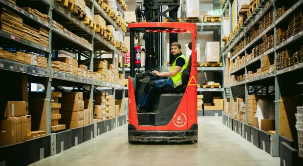 Firmy logistyczne potrzebują rąk do pracy. Na pracowników z Ukrainy muszą jednak poczekać
