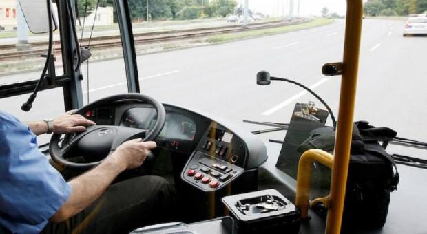 """Kierowcy i motorniczy na zwolnieniach i zasiłkach. """"Sytuacja coraz trudniejsza"""""""