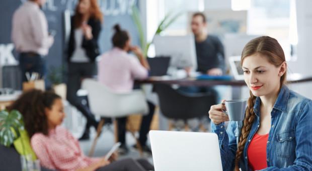 Czy warto pracować podczas studiów?