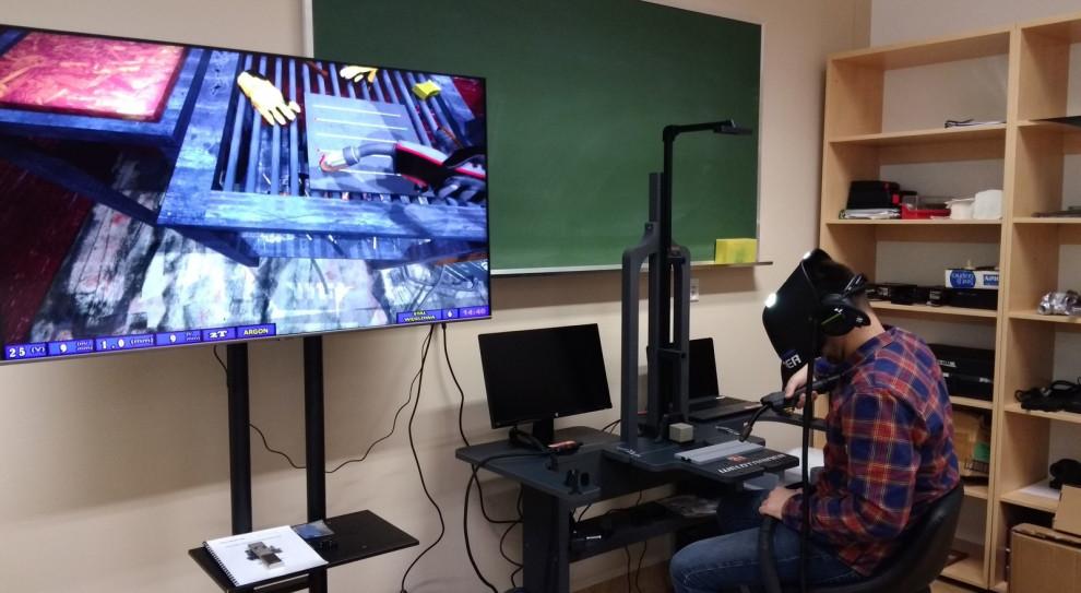 Studenci uczą się spawania w wirtualnym symulatorze