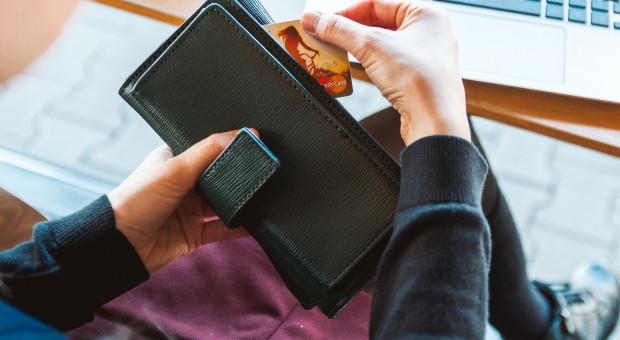 W e-sklepach najwięcej płacimy za sport i hobby