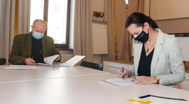 Porozumienie władz miasta i związkowców ws. układu zbiorowego