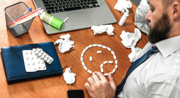 Koronawirus uderza w psychikę. Pracownicy na L4