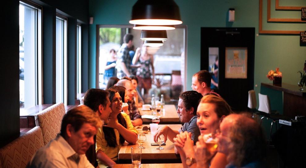 Rok temu turystyka i gastronomia z rekordowymi wzrostami zatrudnienia. Teraz czekają na cud
