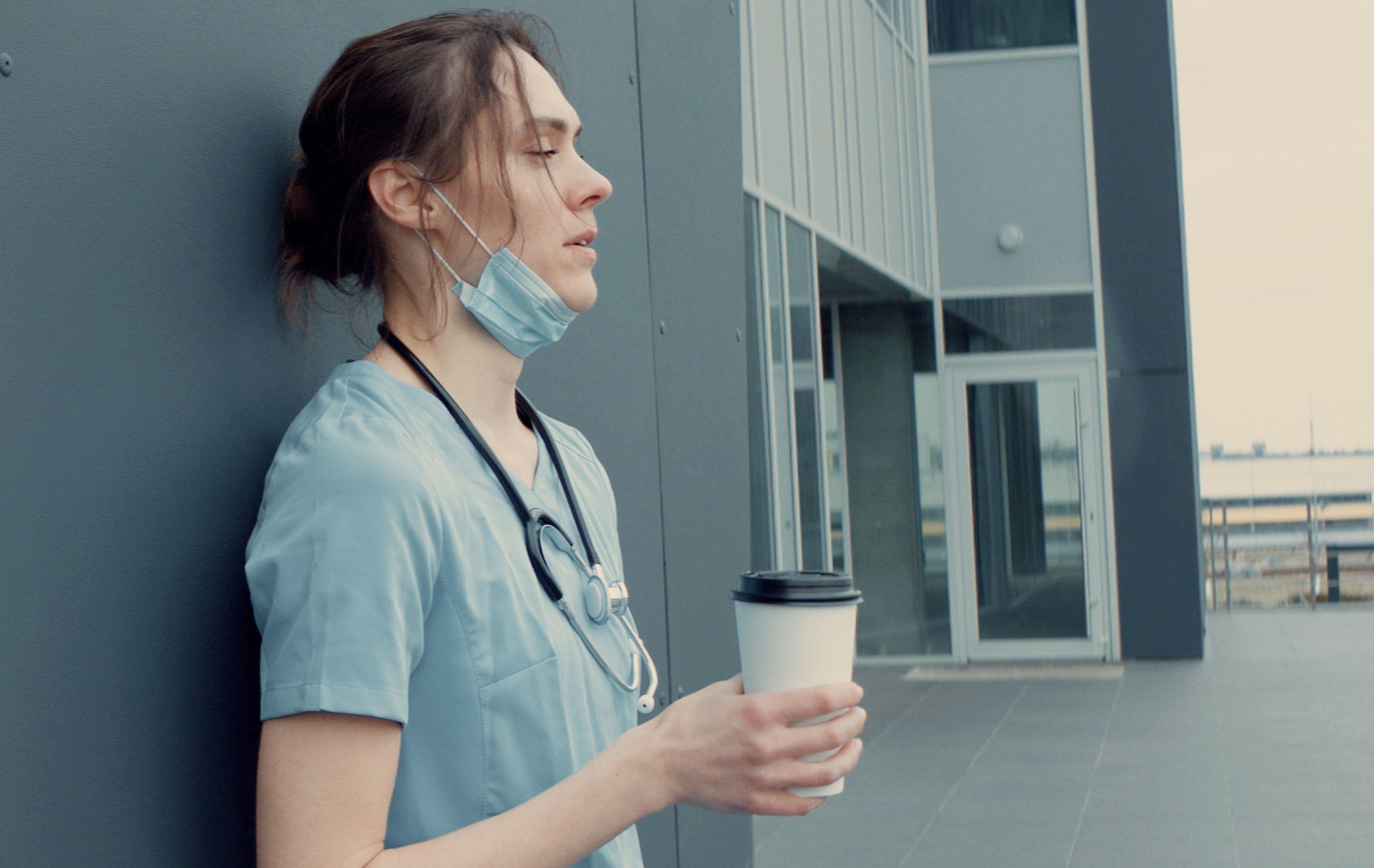 Pomysł, aby ściągać pielęgniarki m.in. z Białorusi, budzi spore obawy (Fot. Shutterstock)