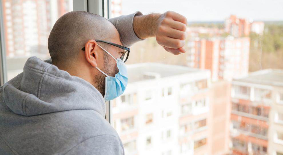 Ból głowy, bezsenność, lęk. Pandemia odbija się na zdrowiu pracowników