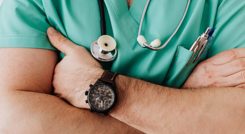 Dodatki dla medyków niezależne od formy zatrudnienia