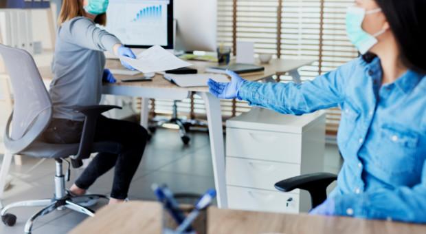 Niezłomni i pełni obaw. Pracownicy i liderzy w drugiej fali pandemii
