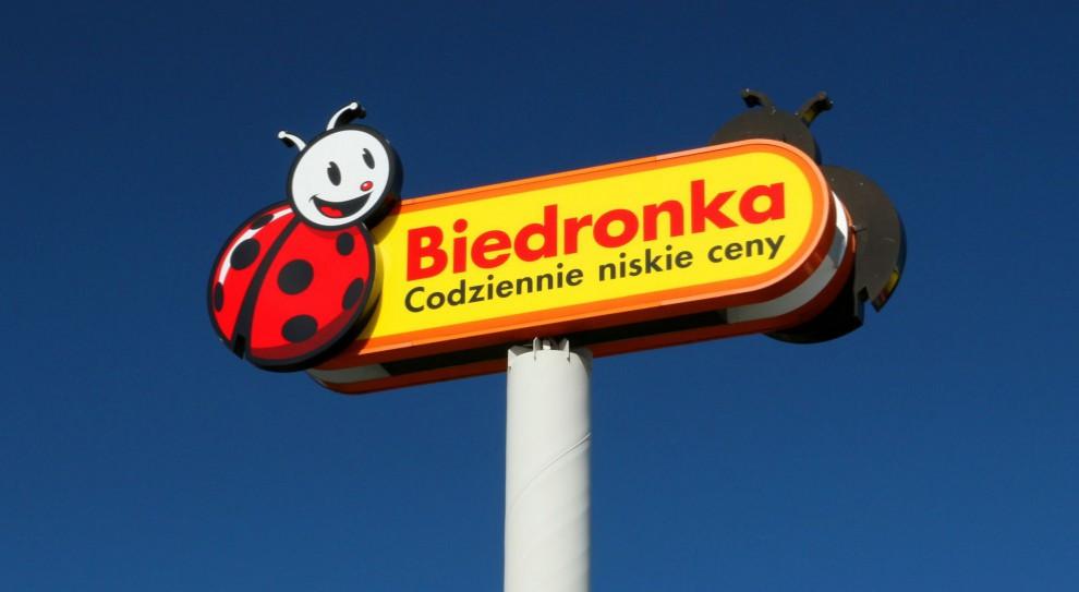 Biedronka, Auchan, Netto. Sieci szykują dodatkowe nagrody dla pracowników