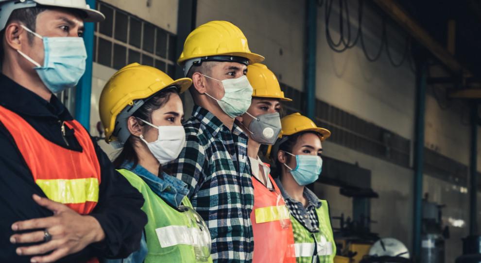 W październiku 2020 r. pracodawcy zgłosili do urzędów 98,5 tys. wolnych miejsc pracy i aktywizacji zawodowej, czyli o 13 tys. ofert (11,7 proc.) mniej niż we wrześniu 2020 r. (Fot. Shutterstock)