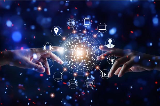 Podnoszenie swoich umiejętności cyfrowych i nauka sprawnego poruszania się po branży IT wydaje się w obecnych czasach podwójnie trafionym pomysłem (Fot. Shutterstock)